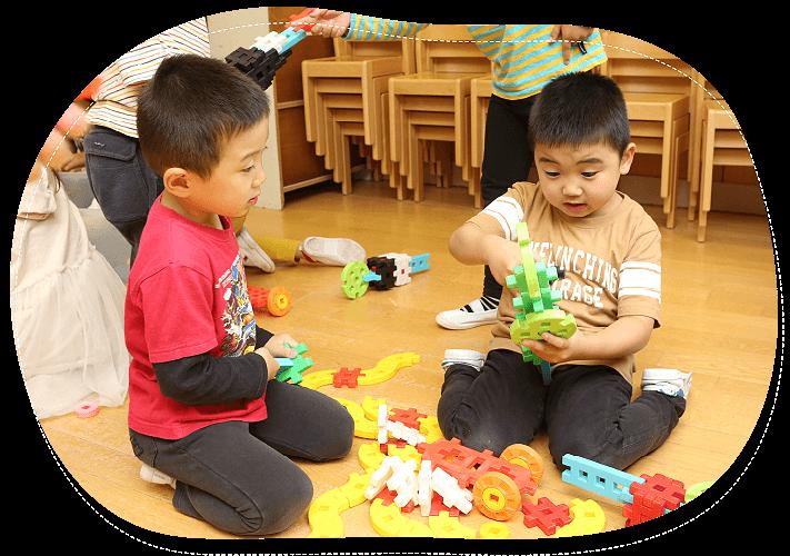 大自然に宇囲まれた緑豊かな環境の中で子どもの能力を最大限に伸ばす質の高い教育とたくさんの感動体験を